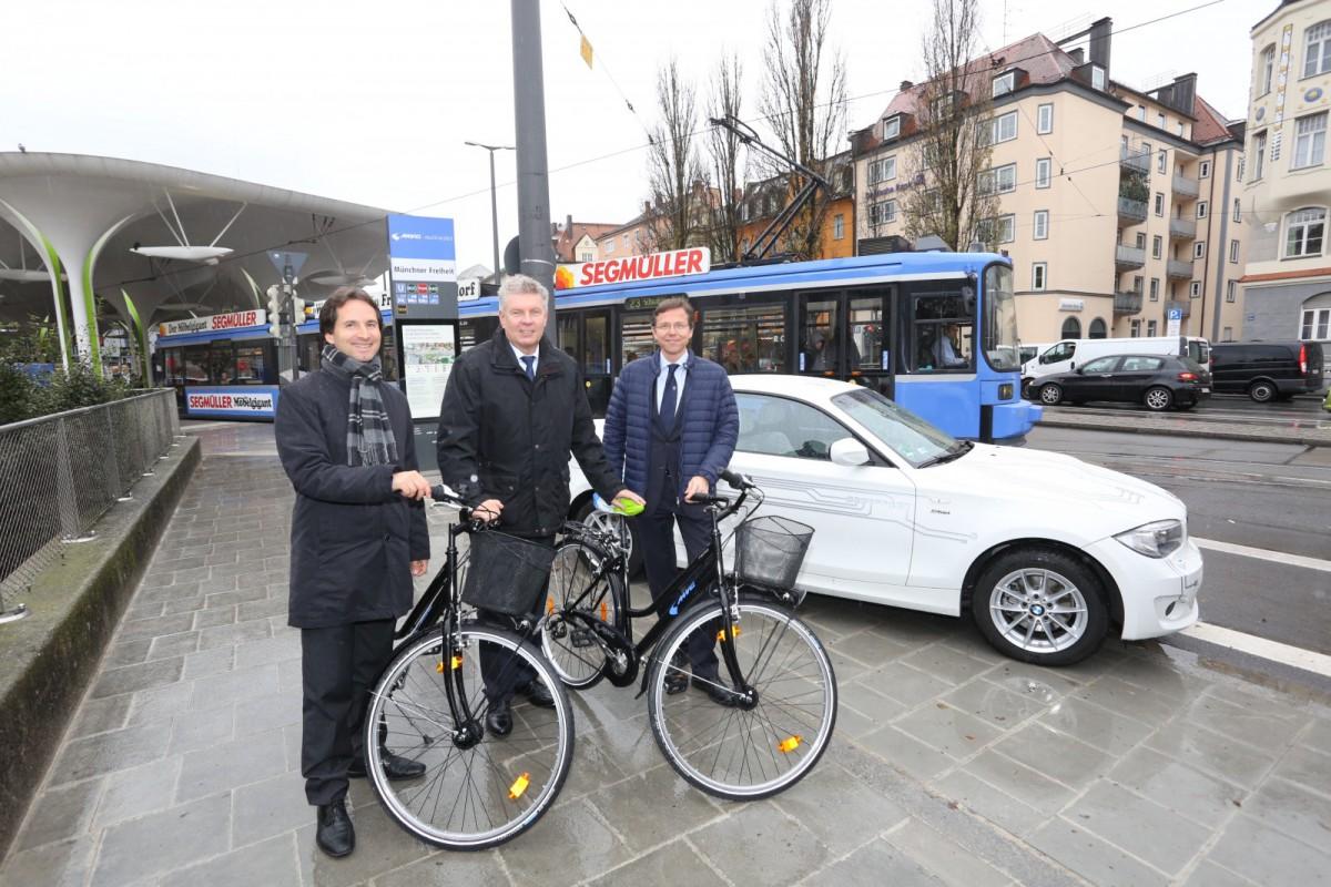 LHM, SWM/MVG und BMW eröffnen erste Münchner Mobilitätsstation